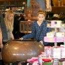 Miley Cyrus - Shopping In Studio City, 2009-01-29