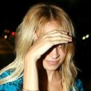 Nicole Richie At Nobu Hiding After Dinner With Joel Madden, 2008-09-01 - 454 x 430