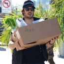 Ian Somerhalder out shopping at the Farmers Market in Studio City, California on January 4, 2015 - 446 x 594