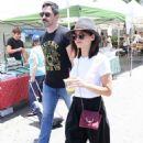 Jenna Dewan – Shopping at a Farmer's Market in Studio City