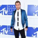 Lance Bass attends the 2016 MTV Video Music Awards at Madison Square Garden on August 28, 2016 in New York City - 397 x 600