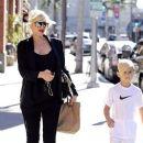 Gwen Stefani strolls through Beverly Hills with her son, Kingston Rossdale - 388 x 594