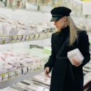 Michelle Hunziker – Shopping at the supermarket in Milan - 454 x 572