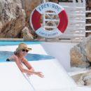 Lindsay Lohan In Bikini At The Eden Roc Hotel