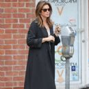 Cindy Crawford – Feeding the parking meter in Beverly Hills - 454 x 681