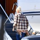 Gwen Stefani – Packs up the jet for a get away in Los Angeles - 454 x 619