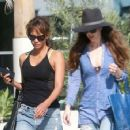 Halle Berry in Jeans Grabs Lunch in Los Angeles - 454 x 355