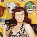 Paulette Goddard - 454 x 644