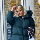 Holly Willoughby – Heads to pilates class in London