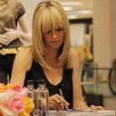 Heidi Klum - Signing Autographs At The Launch Of The New Jordache Clothing Line For Bloomingdale's At The Beverly Center, LA - April 30 '08