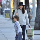 Selma Blair is seen out shopping for groceries in Studio City, California on January 21, 2017 - 454 x 583