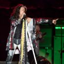 Steven Tyler of Aerosmith performs at the Capital One JamFest during the NCAA March Madness Music Festival 2017 on April 2, 2017 in Phoenix, Arizona - 453 x 600