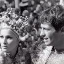 Ursula Andress and Jean-Paul Belmondo - 454 x 369