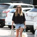 Elizabeth Olsen in Shorts at grocery shopping in Los Angeles - 454 x 680