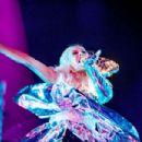 Christina Aguilera – Performs Live in Locarno - 454 x 303
