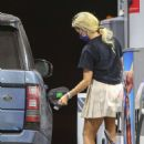 Holly Madison – Spotted at a gas station in Malibu - 454 x 681