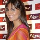 Pictures of Lara Dutta For Pizza Huts Cheesy Bites - 250 x 375