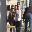 Ashlee Simpson and Evan Ross casually stroll to lunch