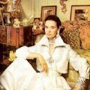 Gloria Vanderbilt - 345 x 480
