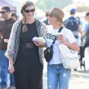 Julie Bowen at farmers market in Los Angeles - 454 x 744