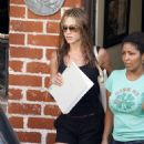 Jennifer Aniston At A Hair Salon In Beverly Hills, 2008-08-15