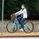 Molly Shannon – Goes for a ride on her bike in West Hollywood - 454 x 302