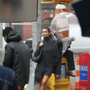 Emily Ratajkowski on a DKNY campaign shoot in New York City - 454 x 681