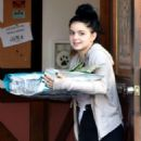 Ariel Winter – Buying dog food in Sherman Oaks