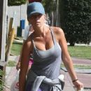 Kendra Wilkinson grabs some lunch to go while out and about in Miami, Florida on June 13, 2013