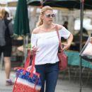 Jodie Sweetin – Shopping at Farmer's Market in Studio City - 454 x 749