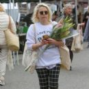Mae Whitman – Shopping at the Farmers Market in Studio City - 454 x 681