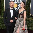 Anne Hathaway and Adam Shulman : 76th Annual Golden Globe Awards - 390 x 600