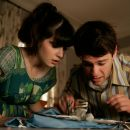 Justin Bartha and Zooey Deschanel