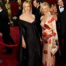 Uma Thurman and Cameron Diaz At The 74th Annual Academy Awards - Arrivals (2002) - 417 x 570