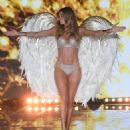 Doutzen Kroes 2014 Victorias Secret Fashion Show Runway Nyc