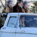 Emma Stone – On the set of 'Maniac' in Kerhonkson - 454 x 338