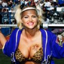 Anna Nicole Smith Pumping Iron In A Leopard Bikini Top - 454 x 302