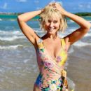 Nicky Whelan – Instagram and social media