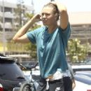 Maria Sharapova – Shopping at Bristol Farms in Manhattan Beach - 454 x 568