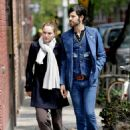 Natalie Portman And Devendra Banhart Holding Hands In NYC, 2008-05-01 - 454 x 619