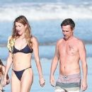 Gisele Bundchen in Black Bikini – Takes a Morning Walk on the Beach in Costa Rica - 454 x 879