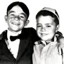 Still of George 'Spanky' McFarland and Carl 'Alfalfa' Switzer in The Little Rascals (1955)