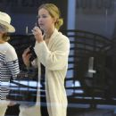 Jennifer Lawrence – Arriving at JFK Airport in New York City - 454 x 617