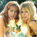 Jeanne Moreau and Brigitte Bardot in Viva Maria, photo by Giancarlo Botti, Arianna (Italy) June 1965