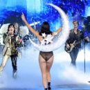 Adriana Lima – 2018 Victoria's Secret Fashion Show Runway in NY - 454 x 366