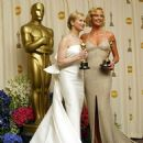 The 76th Annual Academy Awards: Reneé Zelwegger and Charlize Theron pose with their Oscar statuettes in 2004 - Press Room - 454 x 473