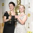Rachel Weisz and Reese Witherspoon At The 78th Annual Academy Awards (2006) - Press Room - 333 x 500