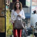 Minnie Driver stops by a nail salon in Los Feliz, California on January 6, 2014 - 419 x 594