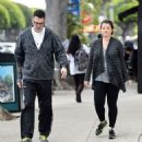 Yasmine Bleeth was spotted in Hollywood on Saturday 2/7, in sneakers and work-out pants taking a stroll with her husband, Paul Cerrito - 454 x 475