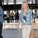 Kate Hudson departing a flight out of Los Angeles Int'l Airport Friday morning April 10,2015